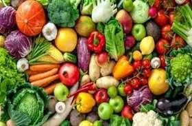 अतिक्रमण हटाने पर विक्रेताओं का विरोध जारी, सड़क पर डाली सब्जियां