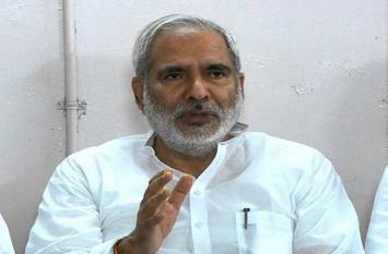 बल खाती दिख रही है बिहार की राजनीति,राजद नेता रघुवंश की इस बड़ी भविष्यावाणी से पैदा हुई हलचल