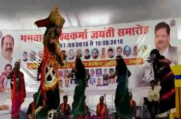 जिला सिविल कांट्रेक्टर वेलफेयर एसोसिएशन द्वारा गांधी मैदान में विश्वकर्मा पूजा में सांस्कृतिक कार्यक्रम