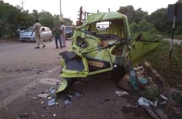 BREAKING : एसटीएफ की तेज रफ्तार बस ने विपरीत दिशा से आ रही ऑटो को रौंदा, 2 भाई और चालक सहित 4 की मौत