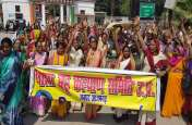 आशा कार्यकर्ताओं का फूटा गुस्सा, कलेक्ट्रेट घेरकर डीएम और सीएमओ के खिलाफ नारेबाजी