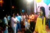 यूपी में बार- बालाओं के साथ शराब के नशे में जमकर झूमे अधिकारी, विश्वकर्मा पूजा को लेकर आयोजित था कार्यक्रम