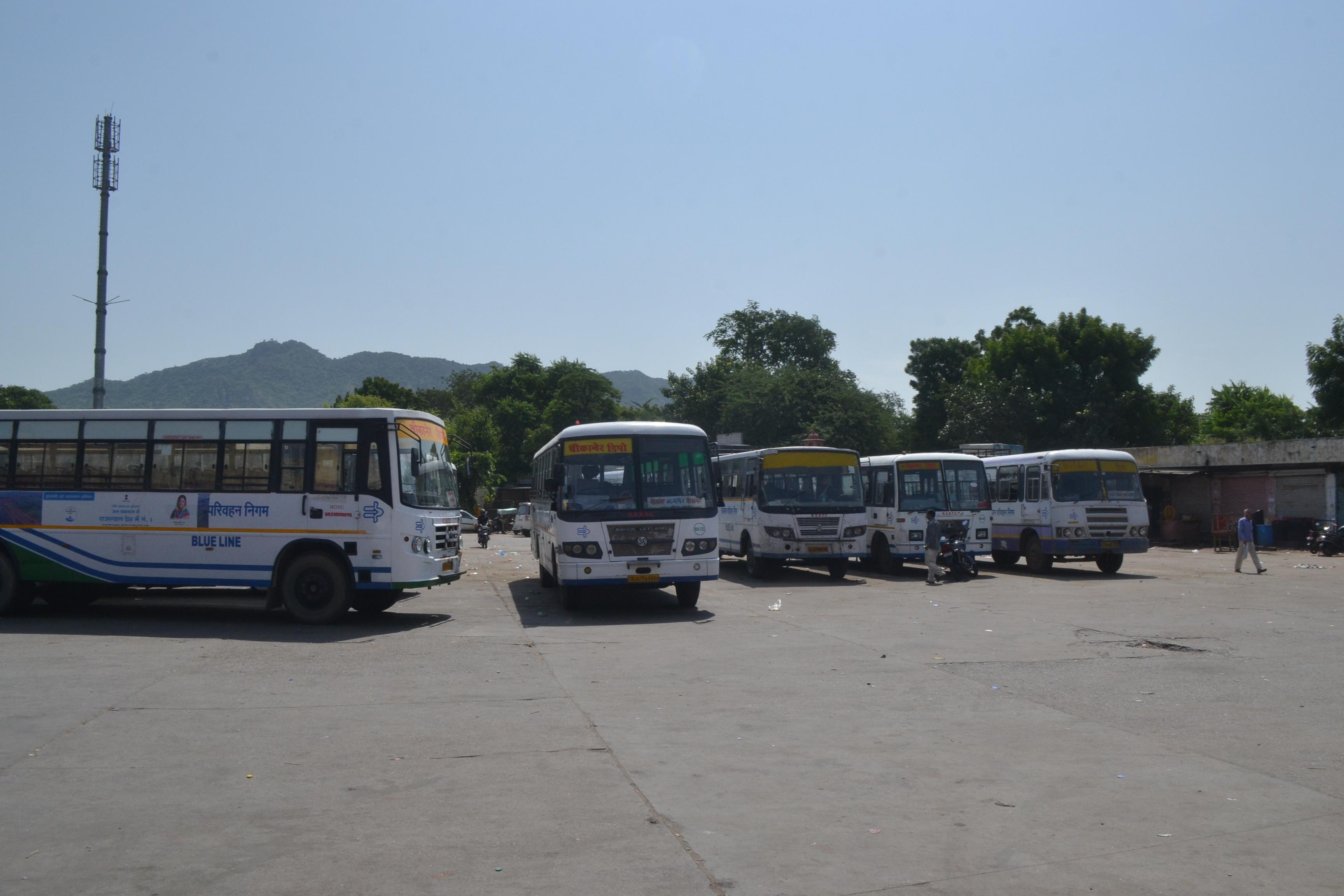 Roadways Strike : बे-बस मुसाफिर, नहीं घूमे रोडवेज बस के पहिए