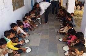 सीकर : 321 कन्याओं को कराया भोजन