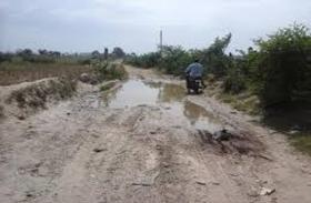 करौली जिले में बदहाल सडक़ों पर चलने से जान जौखिम में ,रोडवेज बसों का नहीं संचालन