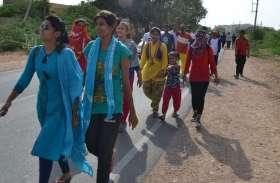 भैंसड़ा गांव के केशु धाम के लिए पदयात्री रवाना