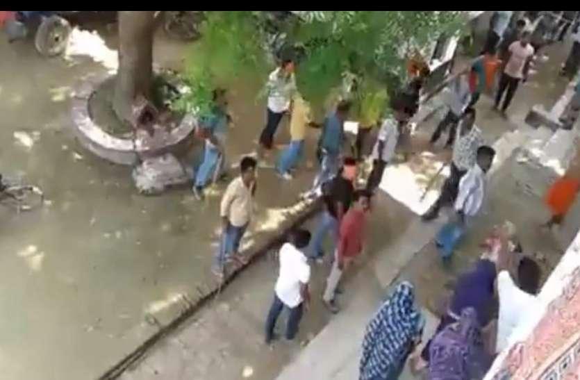 पीएम मोदी ने जिस गांव में मनाया था जन्मदिवस, जाने के बाद वही पर चले लाठी- डंडे