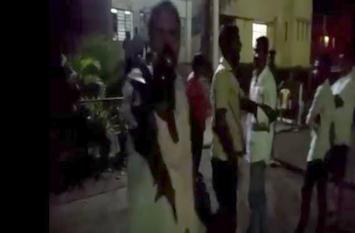 झारखंड:नशे में धुत भाजयुमो जिलाध्यक्ष ने अपने ही मंडल अध्यक्ष की जमकर पिटाई की