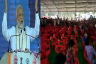 भाषण के बीच जाने लगे लोग तो माथे का पसीना पोछते बोले PM मोदी, ''बैठ जाओ भैया''