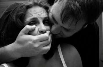 हरियाणा: शादीशुदा पड़ोसन से युवक ने किया रेप, घटना से आहत पति ने जहर खाकर दी जान
