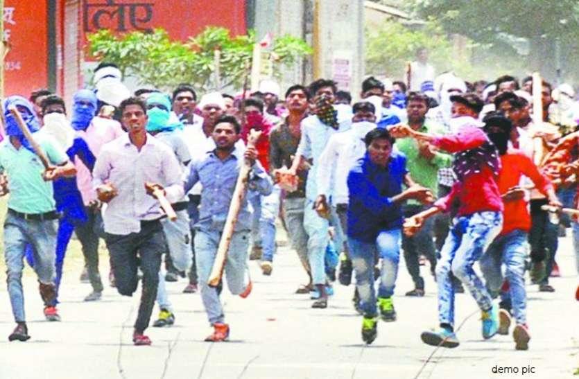 नमाज के दौरान भड़की हिंसा, भीम आर्मी समर्थकों और नमाजियों के बीच जमकर हुआ पथराव