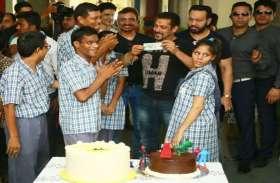 Salman in Pink City! बॉलीवुड के दबंग सलमान खान को बच्चों ने कचौरी खाने के लिए दिए 50 रुपए
