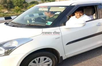 हाइवे पर मवेशी राज, 'सरकार' भी आई चपेट में, बाल-बाल बचे मंत्री सुरेन्द्र गोयल