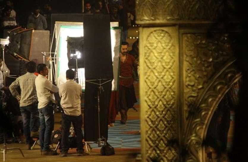 Thugs of Hindostan: सबसे बड़े 'ठग' 'खुदाबक्श' का पहला लुक हुआ जारी, आमिर ने ट्विटर पर किया शेयर