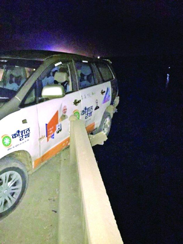 कार से शराब तस्करी, पुलिस देख नर्मदा पुल से 65 फीट नीचे कूदा तस्कर, मौत