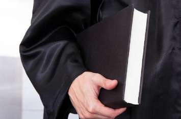 दूसरे वकील के नाम, नंबर रोल पर वकालत करने वाले के खिलाफ एफआईआर का निर्देश