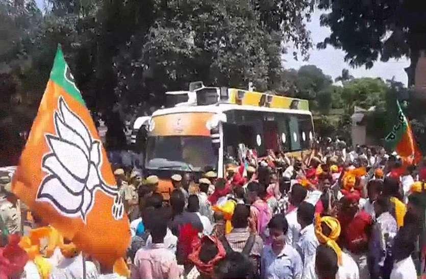 अलवर में सीएम राजे की गौरव यात्रा से पहले हुई ये तैयारियां....तो कांग्रेस ने भी इस तरह किया विरोध