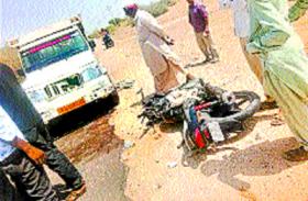 मोटरसाइकिल से गांव जा रहे मोहमुखां में लगी सामने से आ रही पिकअप की टक्कर, मौत हो गई