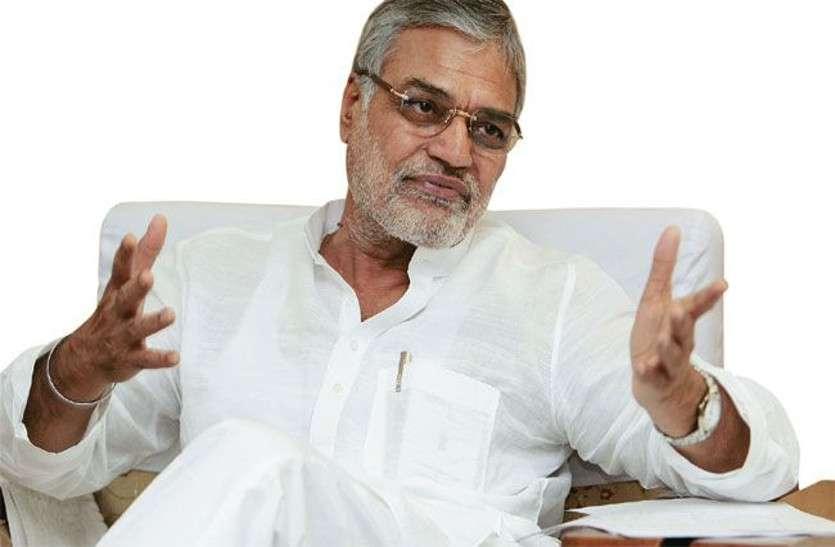 चुनाव निकट आते ही भाजपा और कांग्रेस में शह-मात का खेल चरम पर, कांग्रेस को लगा पहला झटका