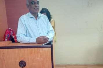 तेजी से हो रहा हिंदी का विकास