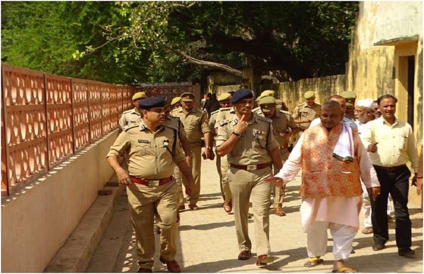 ADGके साथ IG व SSP ने जब शहर के मुस्लिम इलाकों में किया पैदल गश्त