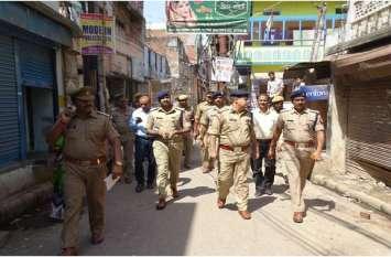 ADGके साथ IG व SSP ने जब शहर के मुस्लिम इलाकों में किया पैदल गश्त, मचा हड़कंप
