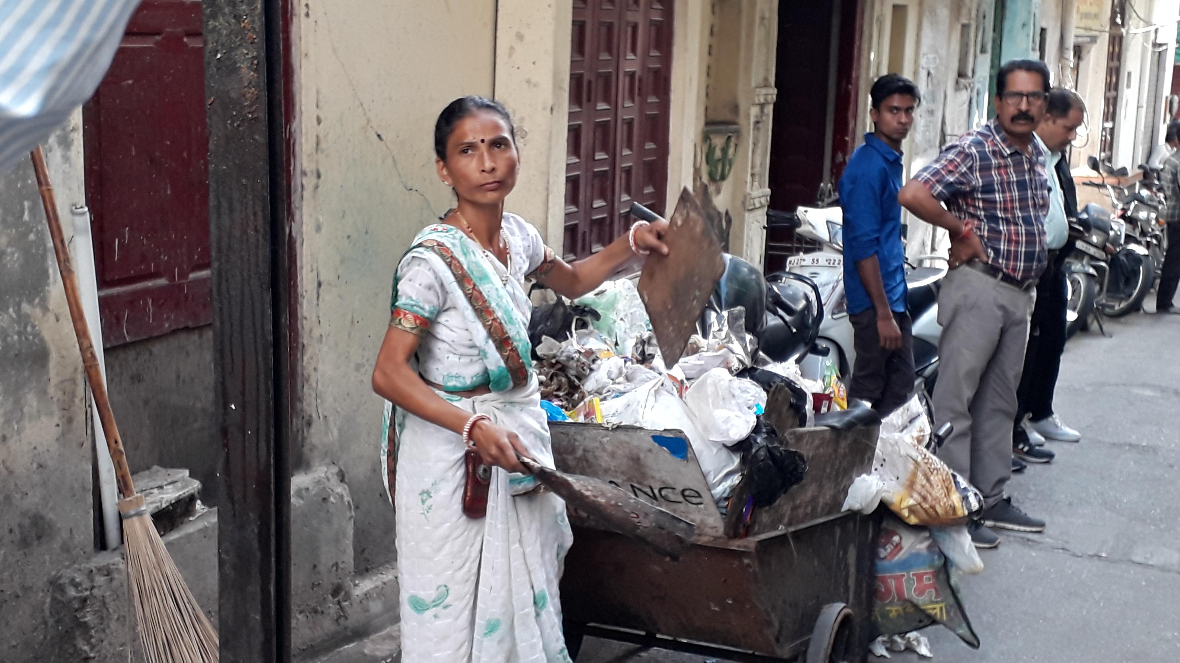 उदयपुर में तीन हजार वेतन में काम रह थी एवजी महिला सफाईकर्मी, यूं खुली पोल...