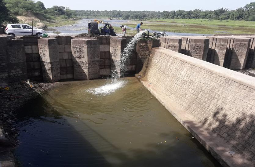 मोहनपुरा डेम से छोड़ा पानी तब भरा कुंड