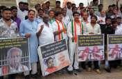 PICs : कांग्रेस कार्यकर्ताओं ने भाजपा प्रदेश अध्यक्ष का घर का घेरा