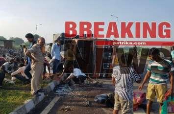 BREAKING: मछली से भरी ट्रक पलटी तो मछलियां लूटने के लिये टूट पड़े लोग, खड़ी देखती रही पुलिस