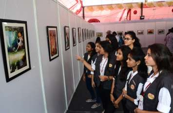 शासुन कॉलेज में कला प्रदर्शनी, छात्राओं ने दिखाया उत्साह