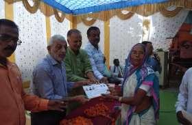 कोचेवाही में फसल बीमा के प्रमाण पत्रों का किया वितरण