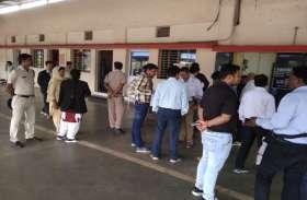 Breaking: मरोदा और पावर हाउस रेलवे स्टेशन में मचा हड़कंप, टीसी को देखते ही भाग खड़े हुए बेटिकट यात्री