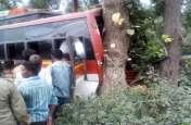 खुद की जान की परवाह किए बिना ड्राइवर ने बचा ली 6 महिलाओं की जान, पेड़ से टकराई बस, 2 गंभीर