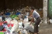 वीडियो: दिल्ली नगर निगम के कर्मचारी नौ दिनों से हड़ताल पर, डेंगू का खतरा बढ़ा