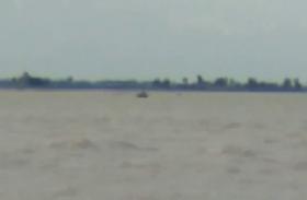 यूपी के मऊ में घाघरा नदी में नाव पलटी, मची अफरातफरी