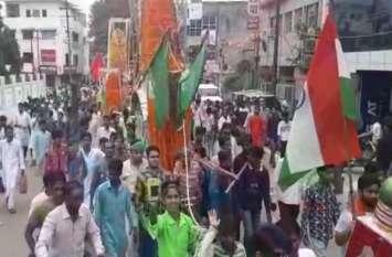 गमगीन माहौल में निकले ताजिये के जुलूस में लहराया तिरंगा, देखें वीडियो