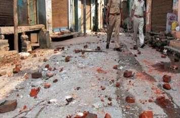 UP में फिर भड़की हिंसा, दो पक्षों में पथराव के बाद मची भगदड़, 4 महिलाओं समेत दर्जनभर घायल