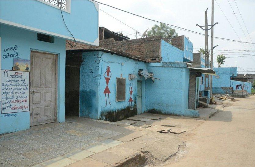 घरों से हटेगी पीएम-सीएम के फोटो वाली टाइल्स, लाखों रुपए गए पानी में