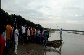 मुहर्रम के जुलूस में शामिल होकर लौट रहे 8 लोग हुए नाव हादसे का शिकार 3 लापता