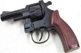 यहां लाइसेंसी बंदूक मामले में बंदर के हाथ में उस्तरा वाली कहावत चरितार्थ हो रही