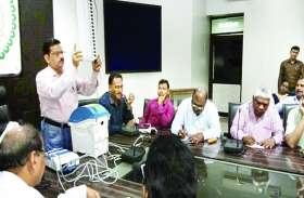 निर्वाचन की टीम दे रही लोगों को जानकारी इस बार खास तरह की ईवीएम से होगी विधानसभा चुनावों में वोटिंग