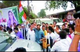 SC-ST एक्ट का विरोध: काले झण्डों  से बचने के लिए सांसद सिंधिया ने पकड़ा पीछे का रास्ता, फिर भी हो गई मुलाकात
