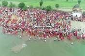 VIDEO : 100 साल बाद धामली गांव में हुआ समुन्द्र मंथन, उमड़ा जनसैलाब, भाइयों ने बहनों को ओढाई चुनरी