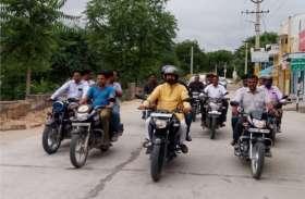 सार्वजनिक निर्माण विभाग मंत्री यूनुस खान ने किया मोटरसाइकिल पर शहर भ्रमण