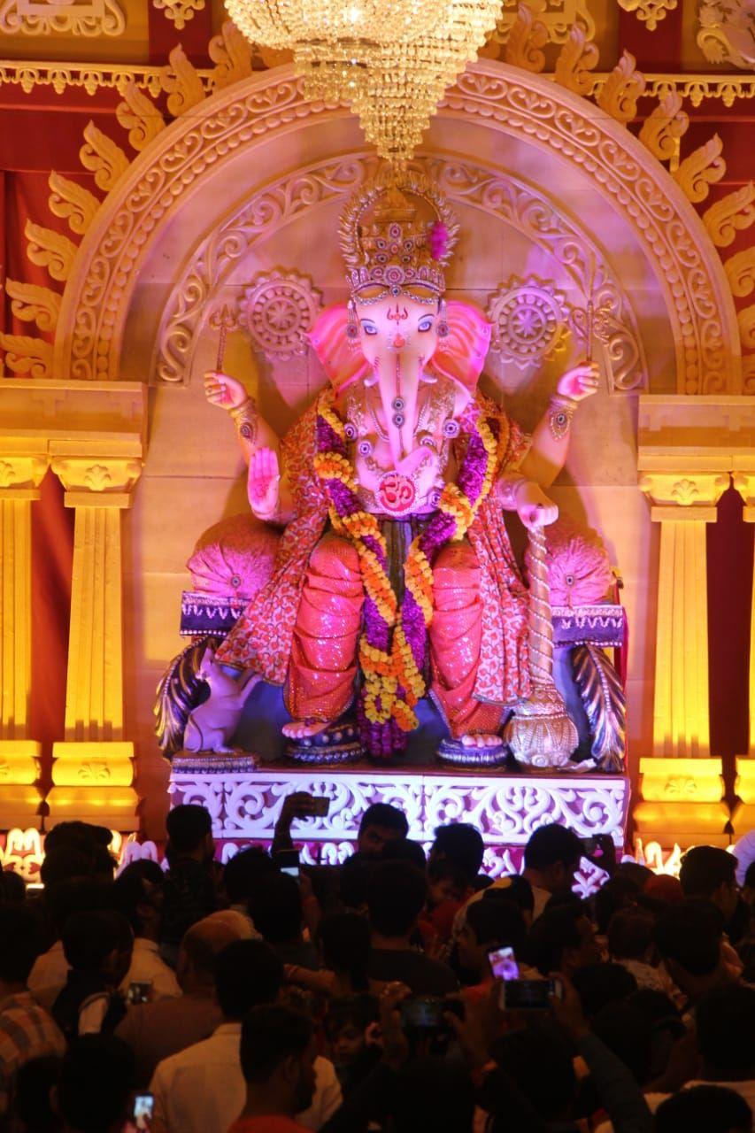 गणपति बप्पा मोर्या, अगले बरस तू जल्दी आ... की गूंज के साथ आज विसर्जन