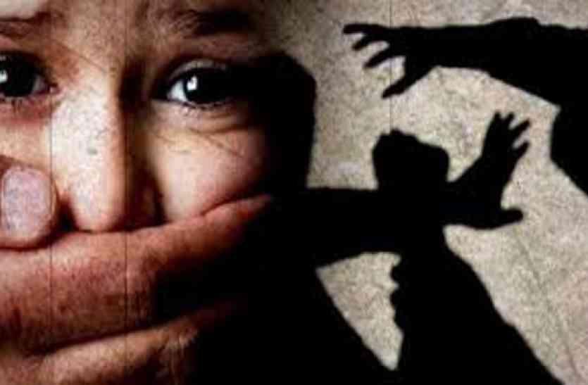 बच्चे के साथ जा रही महिला से भानजे ने की छेड़छाड़, विरोध करने पर किया केमिकल अटैक