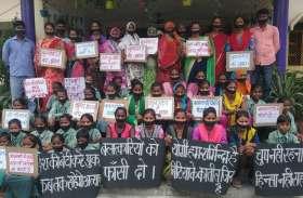 दुष्कर्म और हत्या के विरोध में नागेपुर की बेटियों ने मनाया काला दिवस,  मुंह पर काली पट्टी बांध कर निकाला जुलूस