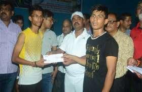 यूपी स्टेट रैंकिंग बैडमिंटन प्रतियोगिता: आदित्य वर्मा और शिवांगी सिंह ने जीता खिताब