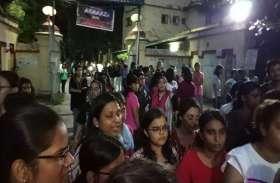 23 सितंबर 2017 लाठीचार्ज के सालभर बाद BHU में फिर बवाल, अभद्र टिप्पणी, धक्का मुक्की पर भड़कीं छात्राएं